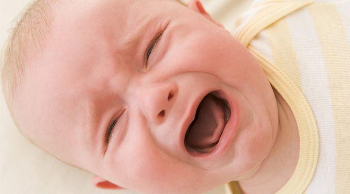 Nechat miminko vyřvat? Opravdu existují rodiče, co to dokážou?
